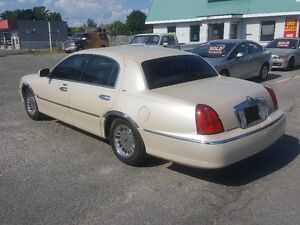 LINCOLN TOWN CAR CARTIER  *** LOADED *** SALE PRICED $3995 Peterborough Peterborough Area image 5
