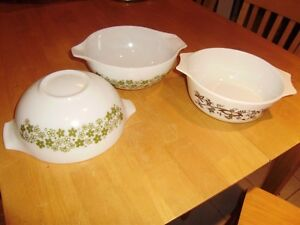 VINTAGE PYREX BOWLS AND CASSEROLE DISHES