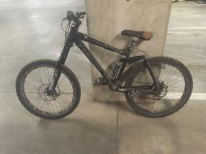 Kona Dee Lux downhill bike