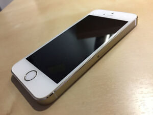 iPhone 5s - MINT CONDITION (+ free phone case)