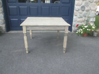 Table antique a 60 $