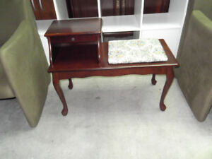 Petite table de telephone  en bois...livraison gratuite possible