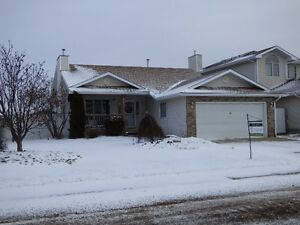 BUNGALOW in Hollick-Kenyon. Move-in ready!