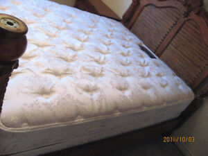** SIMMONS MATTRESS/BOXSPRING >> BEAUTYSLEEP - SPECTRUM >> QUEEN