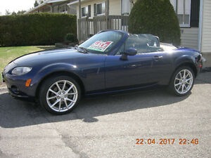 2007 Mazda MX-5 Miata black Convertible- LOW MILEAGE-AUTOMATIC