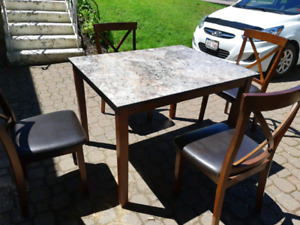 Kitchen table and 4 chairs (delivery available)