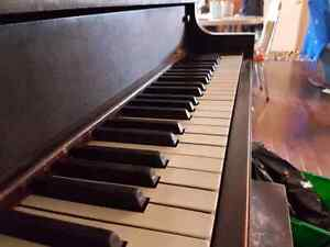 Selling grand piano 100$ or best offer