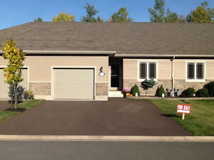 Bungalow Style Condo with Garage. REALTOR FRIENDLY
