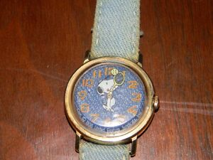 VINTAGE RARE SNOOPY WATCH DENIM LEATHER BAND
