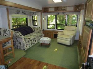 32' Glendale - Golden Falcon 5th Wheel - $10,200.00 Kawartha Lakes Peterborough Area image 2