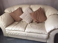 2sester sofa and chair