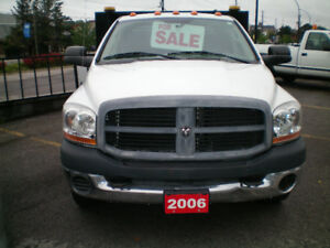 2006 DODGE CREW DUALLY FLATBED WITH LIFT LOW KLMS