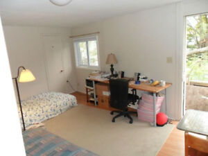 Students: Bright & Quiet Bachelor near Queen's available May 1