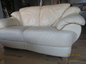 GORGEOUS YELLOW LEATHER COUCH AND LOVE SEAT