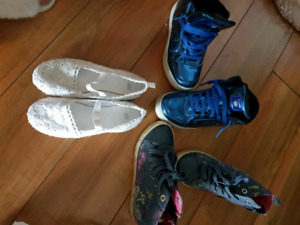 3 pairs of shoes for girl. Size 33.