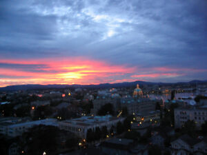 INCREDIBLE VICTORIA INNER HARBOUR SUNSET VIEWS- 14th FLOOR
