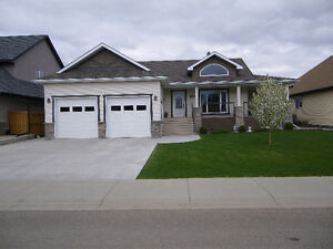 Impressive Bungalow in Nobleford
