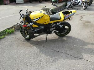 2004 suzuki gsxr-1000 parts bike London Ontario image 2