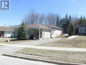 Well-Kept Home In Elliot Lake! Priced To Go! Call To View Today!