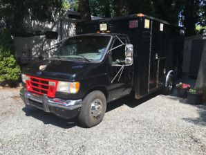 98 Ford E-450 Ambulance Conversion With Newer 7.3L Diesel Engine