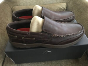 NEW SZ MENS 11.5 W LEATHER ROCKPORT SHOES
