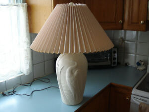 *NEW* CONDITION - LARGE TABLE LAMP – ESTATE SALE ITEM