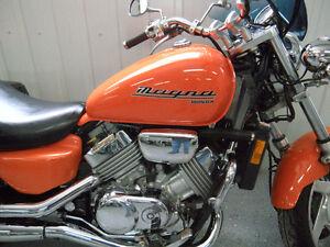 HONDA MAGNA  750  4 cylindres