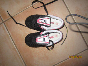 Wilson Girl soccer cleats/shoes - size 10