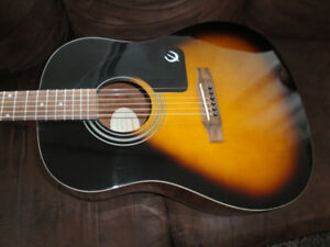 EPIPHONE AJ-100 ACOUSTIC FULL SIZE GUITAR WITH GIG BAG MINT $150