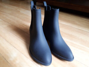 BRAND NEW JEFFREY CAMPBELL MATTE BLACK ANKLE RAIN BOOTS