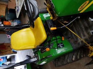 "JD 2305, 194 hours, 54"" mid mower, 200cx loader"