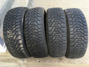 4 PNEUS D'HIVER / 4 WINTER TIRES 205/55/16 GOODYEAR NORDIC