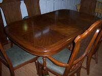 Large Double Pedestal Table with 2 leaves and 6 chairs