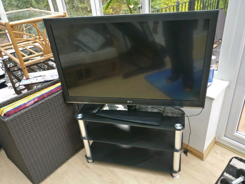 LG 42CS460 LCD TV 1080p HD Ready Freeview With 2 Tier Black Glass Stan | in  Bradford, West Yorkshire | Gumtree