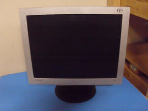 USED 15 INCHE SAMSUNG 153V COMPUTER MONITOR WORKING