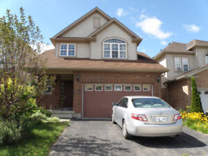 4 bedrooms 4 bathrooms W/O basement awaiting for you