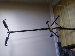 Double Hanging Guitar Stand by Hercules