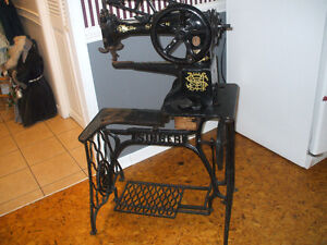 Antique Cobbler Singer Repair Sewing Machine