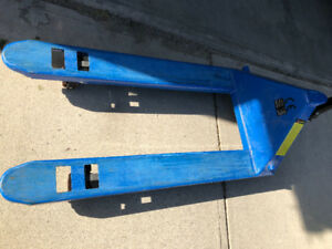 5500 LBS Pallet Jack in excellent condition