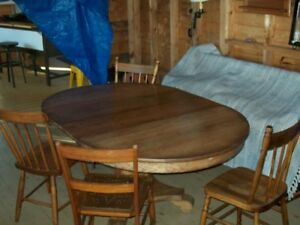 Pedestal Table + 4 chairs