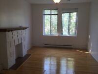 Monkland Ave, Large 3 1/2, Character for rent