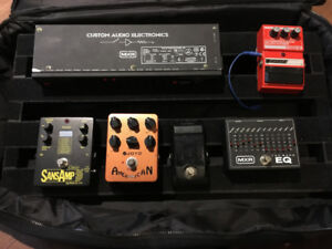Pedal Train, Power Supply MXR, SansAmp, Joyo, Tuner, Eq MXR, DOD