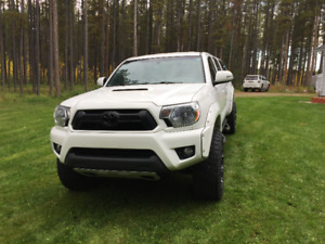 2015 Toyota Tacoma SR5 TRD Double Cab with Leer Canopy