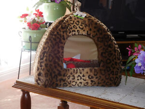 BRAND NEW CAT HOUSE. West Island Greater Montréal image 1