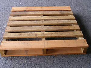 Pallets of wood. 3$ each