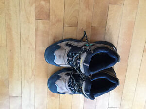 Safety shoes-Men's Carhartt size 7.5 steel toe