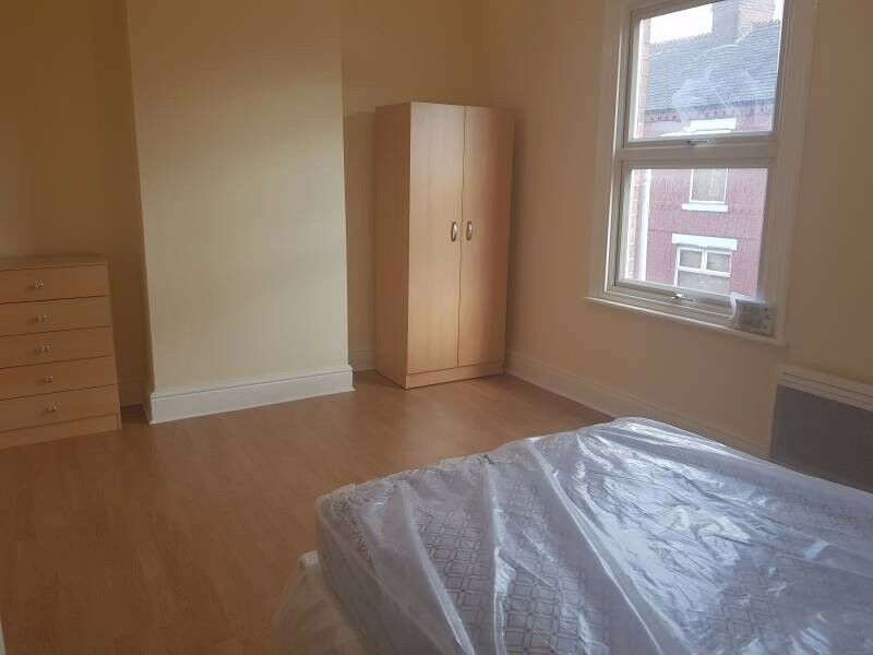 DOUBLE MODERN ROOM, LOW DEPOSIT, CLOSE TO STATION