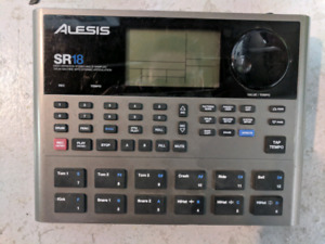 Piano amp (Traynor) - Drum machine (Alesis) - Power amp (Peavy)