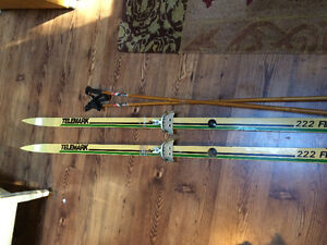 VINTAGE TELEMARK CROSS COUNTRY SKIS!
