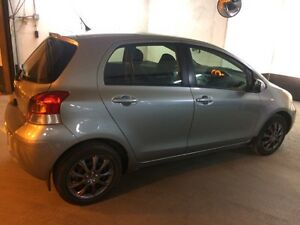 2009 Toyota Yaris.. mint condition..1owner